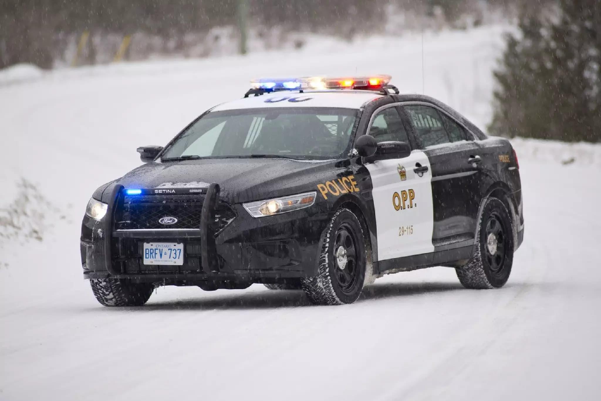 انتاریو؛ نوجوان کانادائی به پلیس شکایت کرد که کارت شناسائی جعلی او را نفرستادهاند
