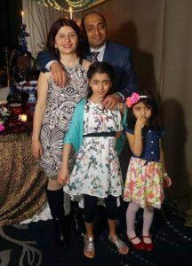 مژگان دانشمند و پدرام موسوی، اساتید دانشگاه آلبرتا و دخترانشان داریا و درینا