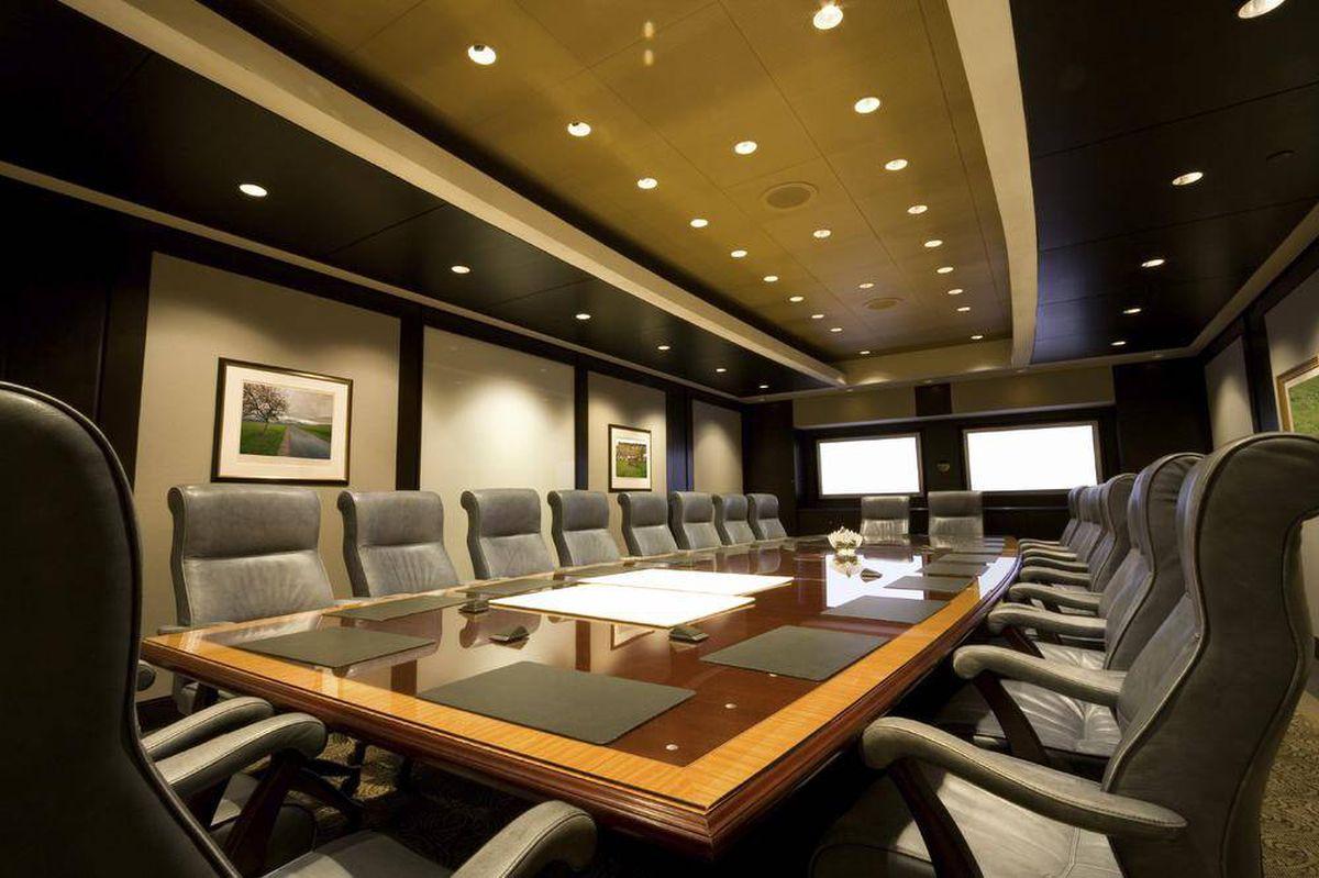 هیات مدیره بیش از ۶۰ درصد شرکتها در کانادا آقایان هستند