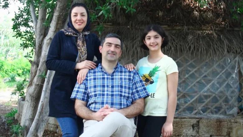مهدی صادقی، همسرش بهاره حاج اسفندیاری و دخترشان آنیسا