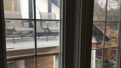 Photo of بالکن و صندلی راحتی درست روبروی پنجره حمام همسایه؟