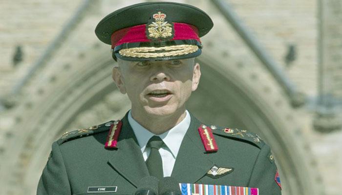هشدار فرمانده ارتش: مشارکت در برفروبی آمادگی نظامی را کاهش میدهد