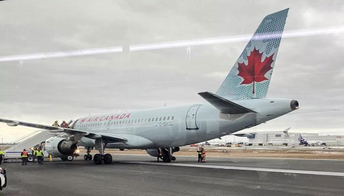 فرود اضطراری هواپیمای ایر کانادا در تورنتو