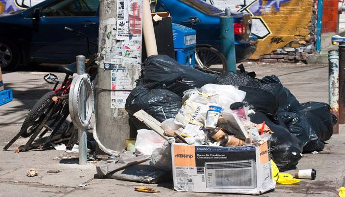 تورنتو تنها دو روز تا اعتصاب احتمالی کارگران جمع آوری زباله فاصله دارد