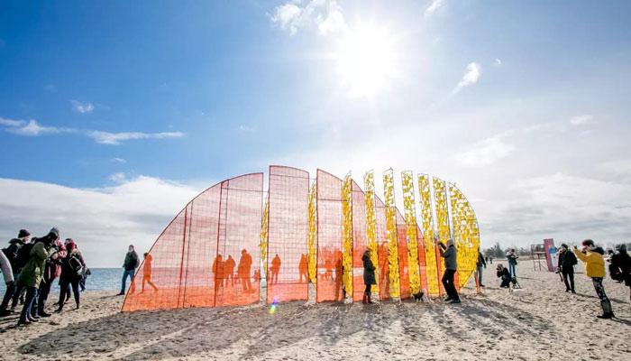 ساحل وودباین تورنتو به نمایشگاهی از چیدمانهای هنری تبدیل شده است