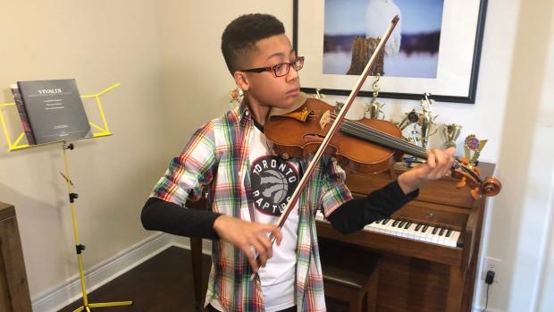 ویولونیست ۱۳ ساله اهل وان در نیویورک کنسرت میدهد