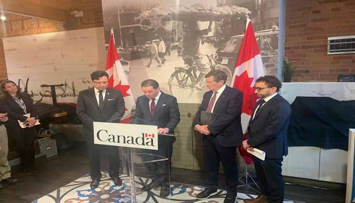 محمد فقیه هنگام اعلام کمپین ۵.۱ میلیون دلاری Strong Canada در ۲۲ ژانویه امسال