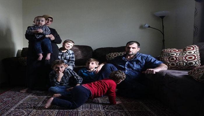 عکس تزئینی از یک خانواده پناهنده سوری در تورنتو