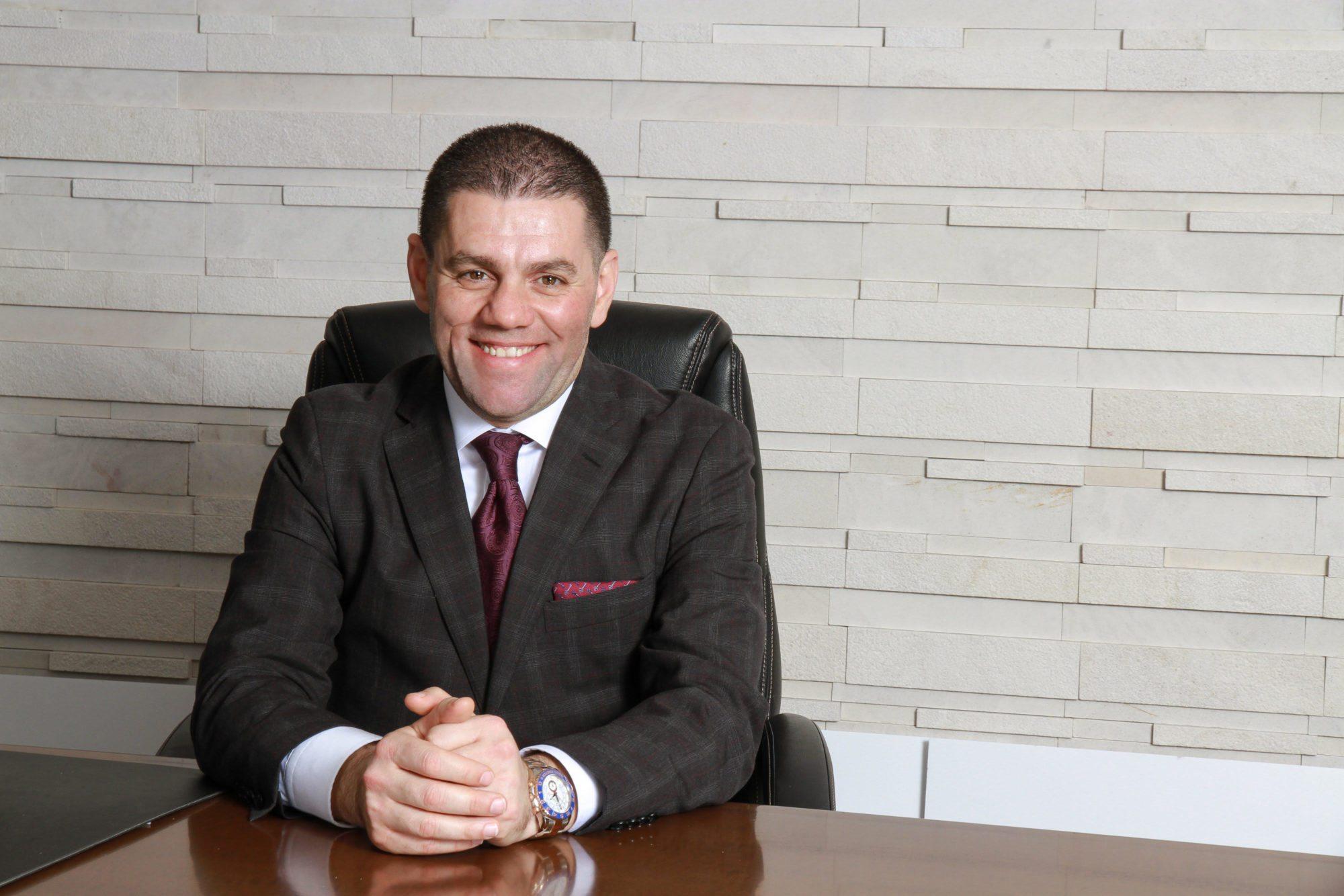 یک شبانهروز از زندگی محمد فقیه؛ مردی که ظرف یک ماه ۳.۳ میلیون دلار برای کمک به بازماندگان قربانیان هواپیمای اوکراینی جمعآوری کرد