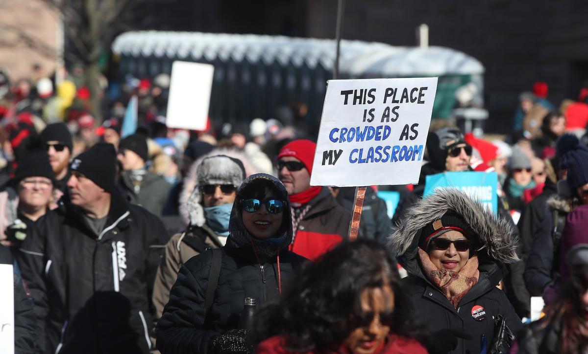 اعتصاب معلمان مدارس ابتدایی انتاریو تا دوهفته به تعویق افتاد