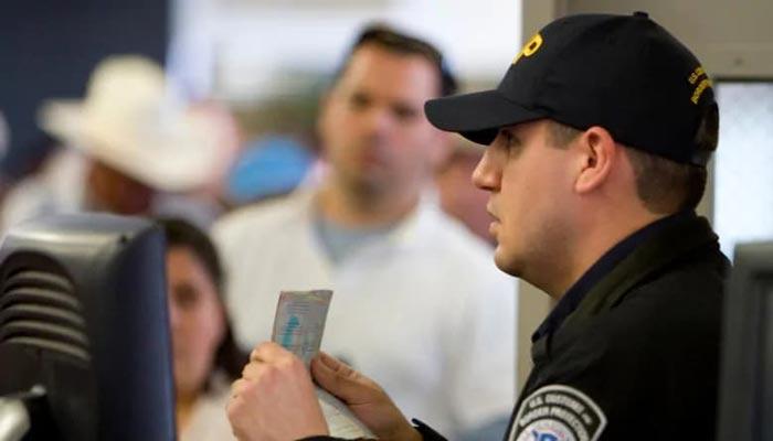 آمریکا بازجوئی از اتباع ایرانی و افراد متولد ایران در مرز با کانادا را تائید کرد