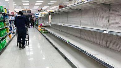 Photo of گزارش رسانههای کانادا از صفهای طولانی و قفسههای خالی در فروشگاههای بزرگ