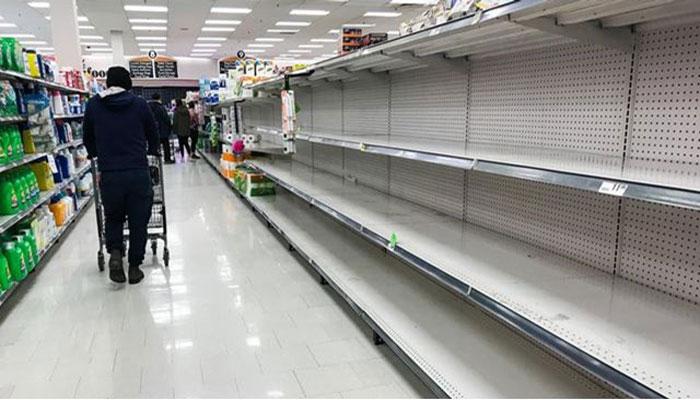 گزارش رسانههای کانادا از صفهای طولانی و قفسههای خالی در فروشگاههای بزرگ