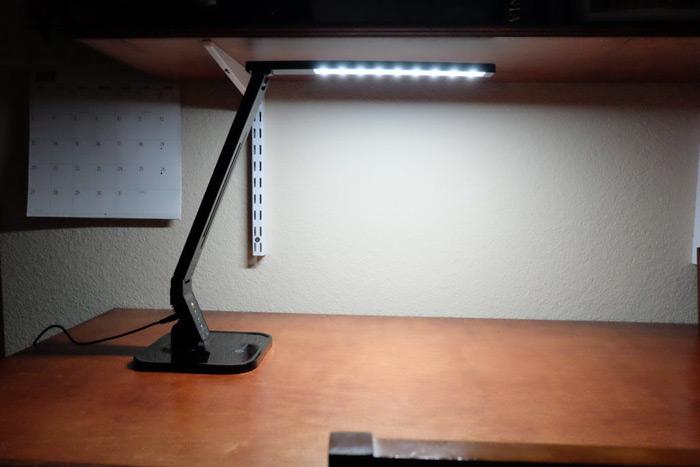 خرید جذاب هفته - چراغ مطالعه TaoTronics LED with USB Charging