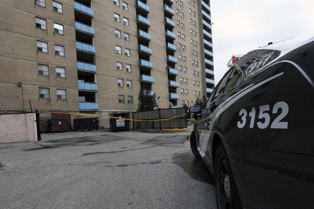 تورنتو؛ دختر شش ساله از طبقه دوازدهم سقوط کرد ولی نجات یافت