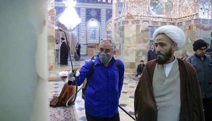 Photo of گزارش سیبیسی از وضعیت شیوع کرونا در ایران؛ بیاعتمادی مردم، پنهانکاری حکومت و تحریمهای فزاینده