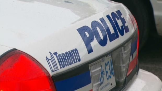 جوان ۲۲ ساله که تیر خورده بود در کنار خیابان اگلینتون پیدا شد