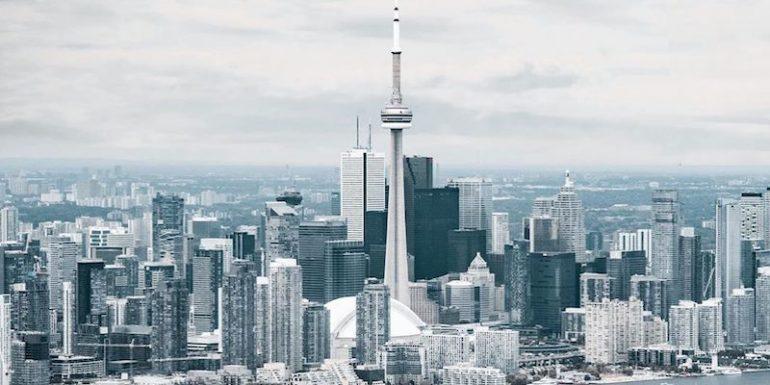 مشاوران املاک و مستغلات تورنتو برای ساخت محافظ صورت، پول جمع میکنند