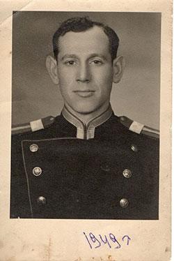 روزنبرگ در ماه مه سال ۱۹۱۹ در یک روستای کوچک در اوکراین به دنیا آمد