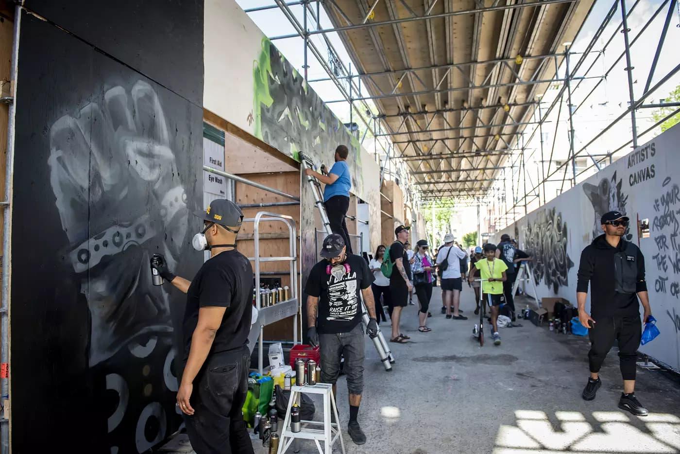 محله نقاشیهای دیواری تورنتو به نمایشگاه هنری حمایت از سیاهان تبدیل شد