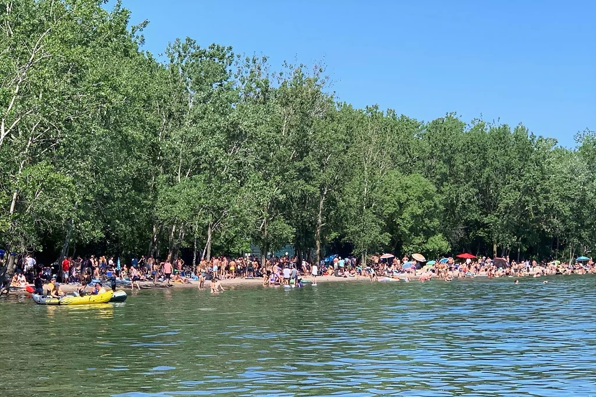 هجوم جمعیت در سواحل تورنتو در این آخر هفته