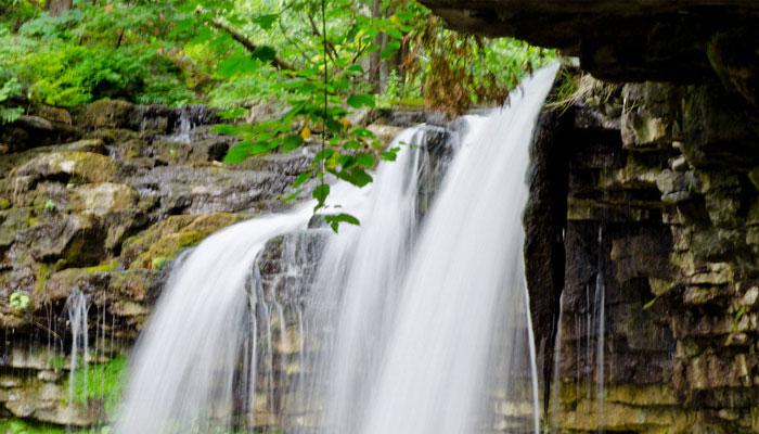 برای سفری یک روزه از تورنتو چه انتخابی بهتر از بهشت گمشده آبشار هیلتون؟