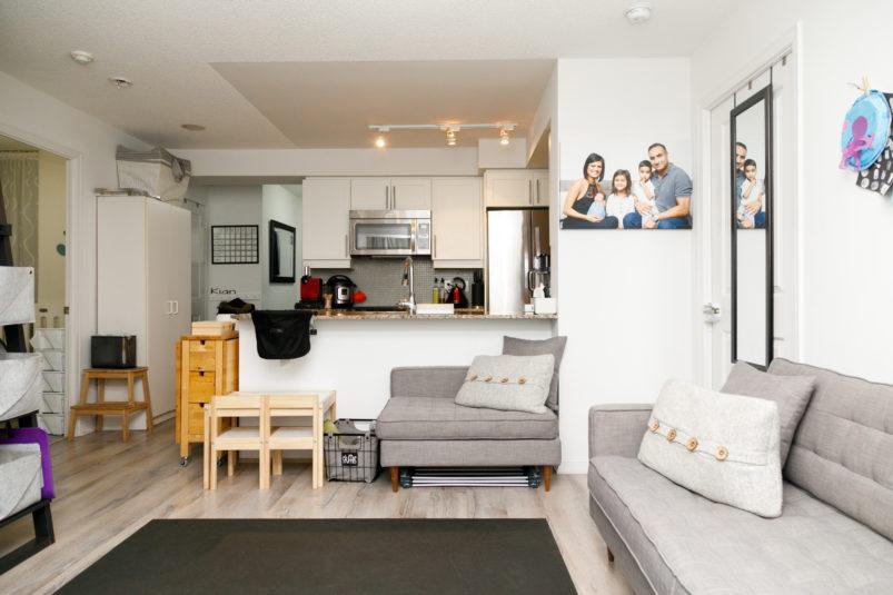 این خانواده ۵ نفره یک خانه تریپلکس دارند، ولی در یک کاندوی ۷۸ متری اجارهای زندگی میکنند