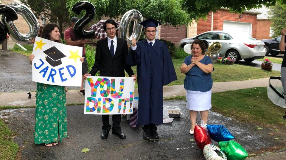 جشن فارغالتحصیلی خیلی ویژه در تورنتو برای دانشآموزی که اوتیسم دارد
