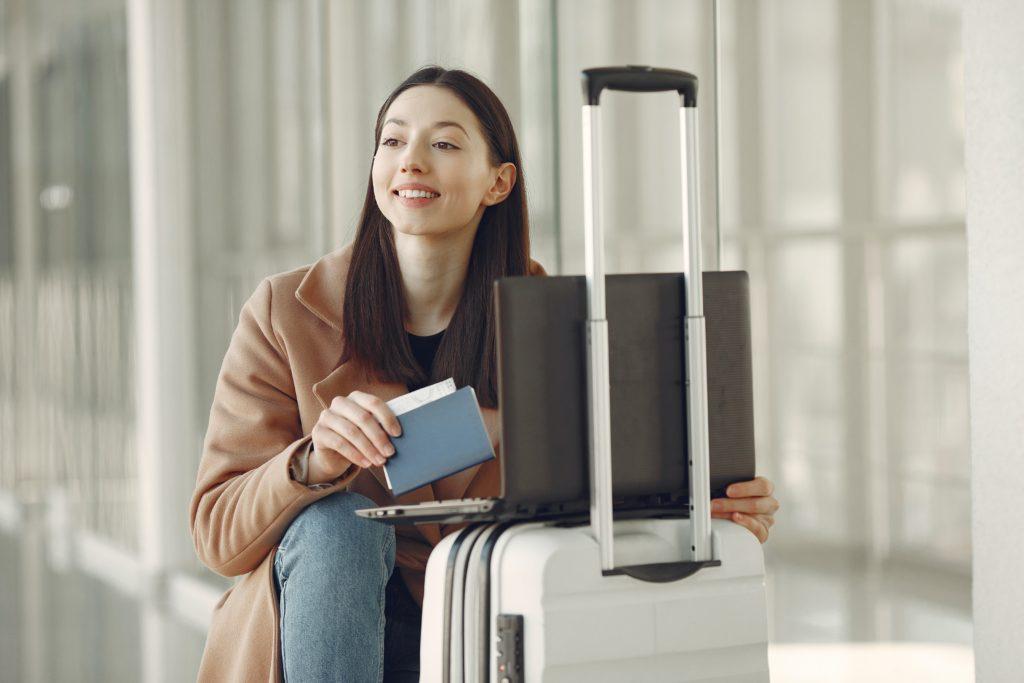 کانادا پردازش ویزای موقت TRV و eTA را از سر میگیرد