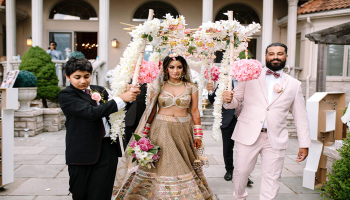 Photo of درست مثل بالیوود؛ ۴ روز عروسی مجلل دختر و پسر مهاجر هندی در اوج کرونا در کانادا