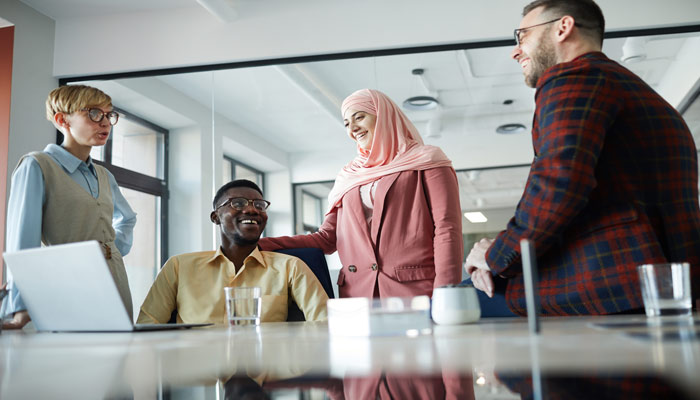 Photo of زنان و اقلیتهای نژادی چه سهمی از مناصب مدیریتی در کانادا دارند؟