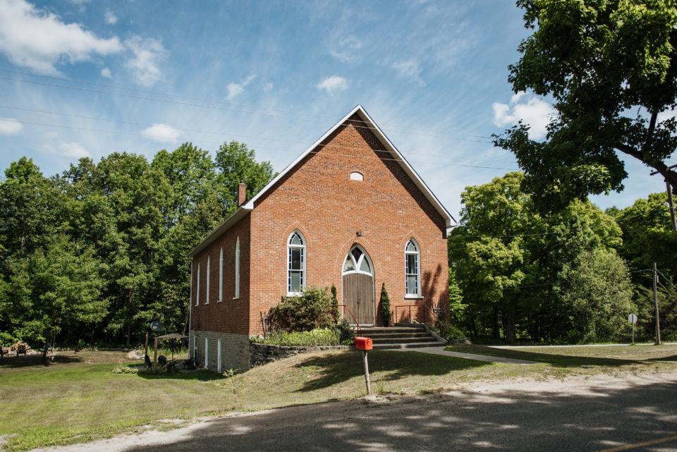 این خانواده در تورنتو زندگی میکردند، یک کلیسا خریدند و حالا آنجا زندگی میکنند