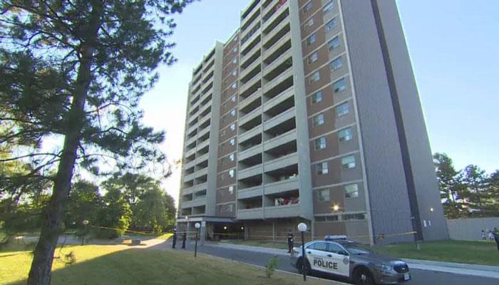 مرگ پسر بچه دو ساله در سقوط از طبقه ۱۴ ساختمانی در نورث یورک