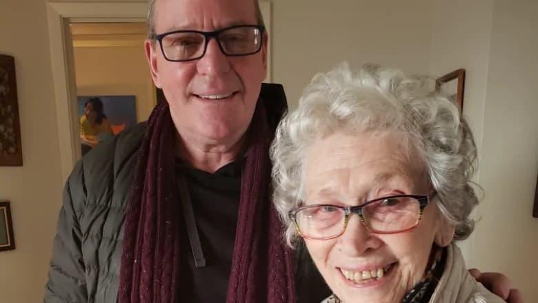 این مرد آمریکائی نمیتواند با مادر پیرش در تورنتو ملاقات کند