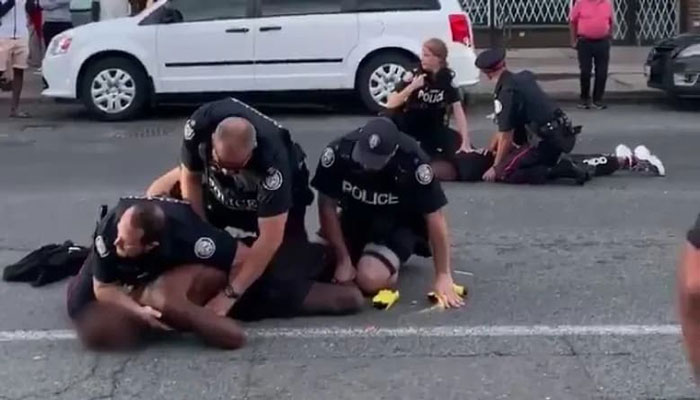 خشونت در یک تظاهرات آرام، این آخر هفته در تورنتو؛ ۷ پلیس مجروح و دو نفر بازداشت