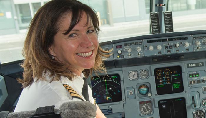 Photo of خانم دنیس والترز؛ خلبان بوئینگ ۷۷۷ در ایر کانادا