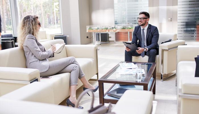 اگر میخواهید مشاور املاک انتخاب کنید، حتما این ۶ سوال را از او بپرسید