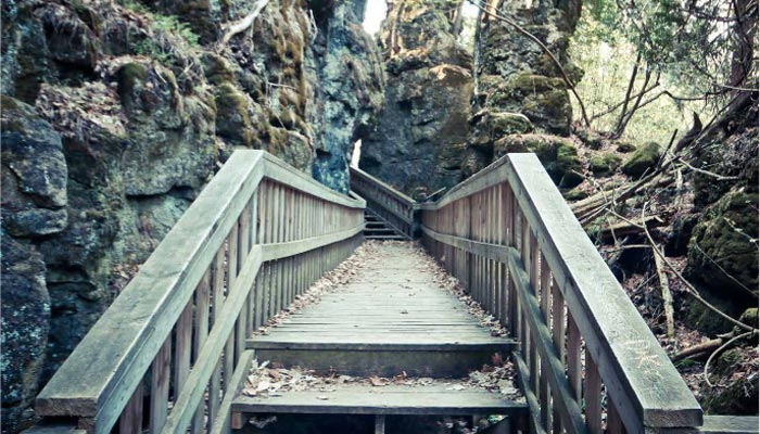 Mono Cliffs؛ بهشت کسانی که عاشق گشتوگذار در دل طبیعت هستند