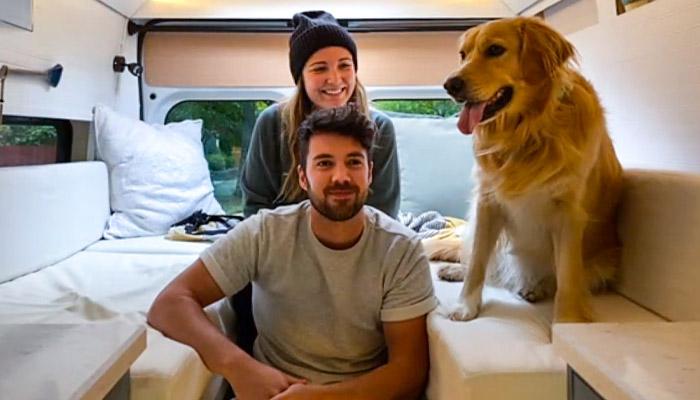 Photo of کرونا که آمد، این زوج عاشق خانهشان را گذاشتند و با یک وَن به جاده زدند