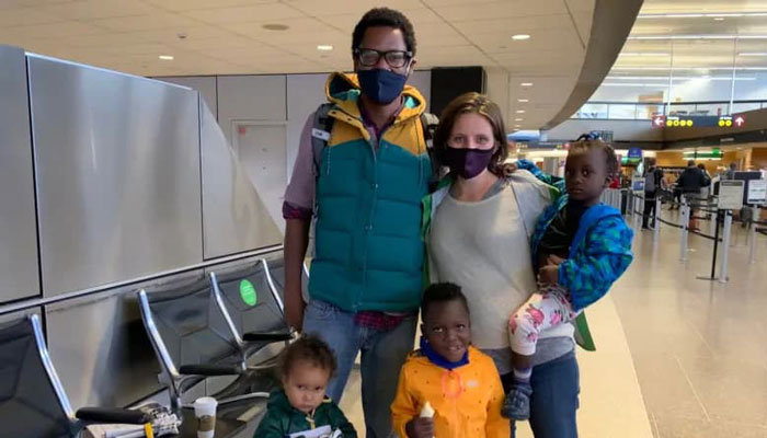 Photo of صدور ویزا در دقیقه نود؛ مادر باردار کانادائی با فرزندخواندههایش به کانادا بازگشت