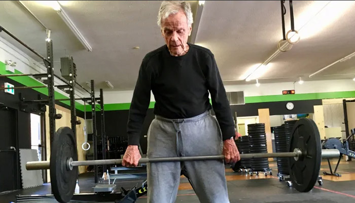 Photo of این مرد ۹۶ ساله تازه پس از سکته مغزی به وزنهبرداری و ورزشهای سنگین رو آورده است