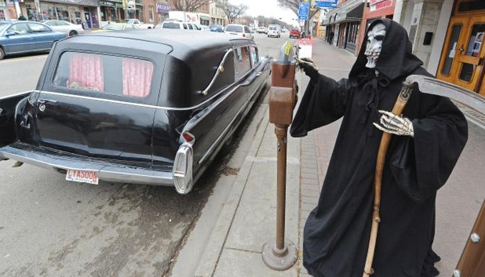 Photo of رژه سواره علاقمندان به ماشینهای نعشکش در ادمونتون به مناسبت هالووین