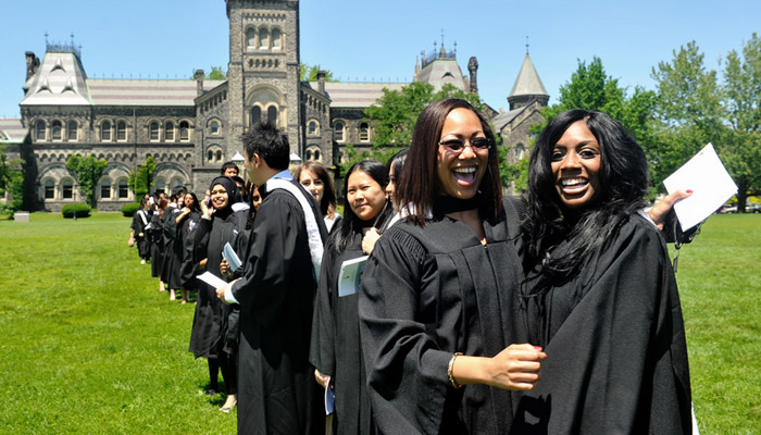 Photo of دانشگاه تورنتو از نظر قابلیت استخدام فارغالتحصیلان، بهترین در کانادا و هشتمین در دنیاست