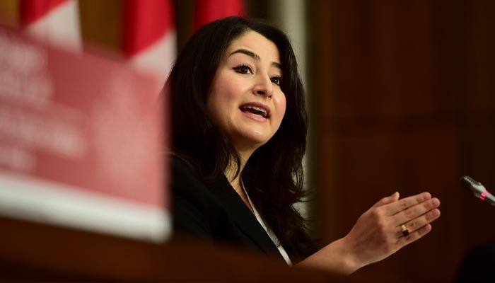 Photo of دوشنبه فراموشنشدنی برای مریم منصف؛ جملهای که او درباره درآمد خود گفت و نمیدانست که میکروفن باز است