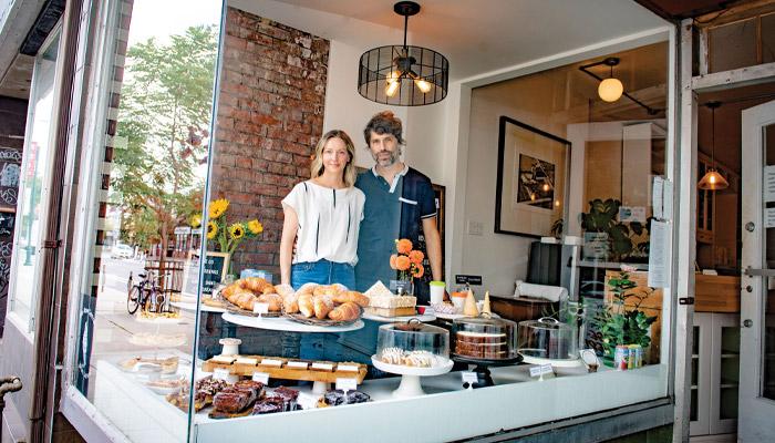 این زوج در دوران کرونا توانستند مغازه نانوایی خود را بخرند