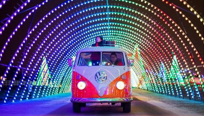 این آخر هفته بازدید از فستیوال نور و رنگ کریسمس در شمال تورنتو را فراموش نکنید
