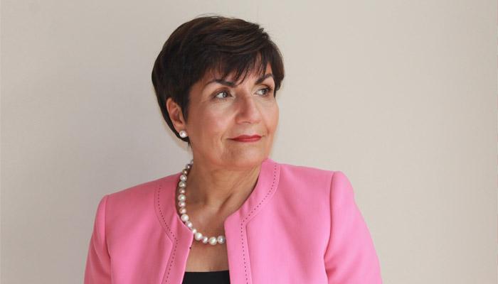 خانم ژینا (پروانه) کُدی استاد مهاجر ایرانی در دانشگاه کنکوردیا نشان افتخار کانادا گرفت