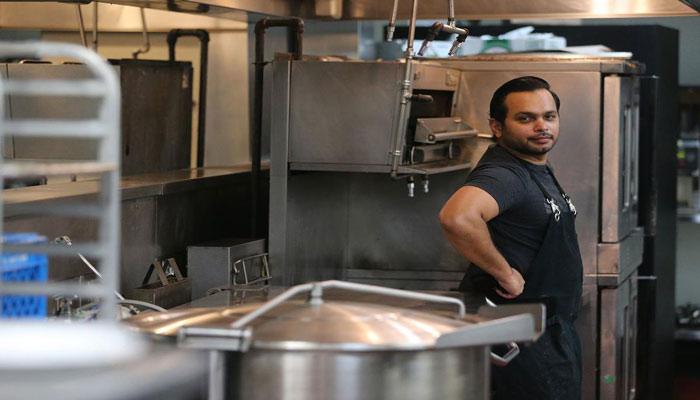 چطور کرونا و اینستاگرام به این سرآشپز مهاجر هندی فرصت داد تا آرزوی خود را برآورده کند