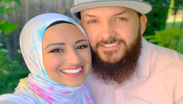 سوشیال مدیا راه را برای بیزینس مربوط به حجاب پیش روی این زن و شوهر مسلمان در تورنتو گذاشت