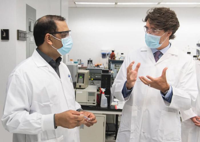 بازدید جاستین ترودو نخست وزیر کانادا از شورای ملی تحقیق National Research Council در مرکز Royalmount مونترال